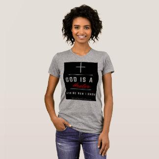 Dios es un gris de la camiseta de las mujeres del