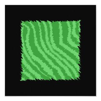 Diseño abstracto verde invitación 13,3 cm x 13,3cm