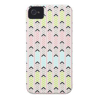 Diseño azteca geométrico en colores pastel de iPhone 4 coberturas