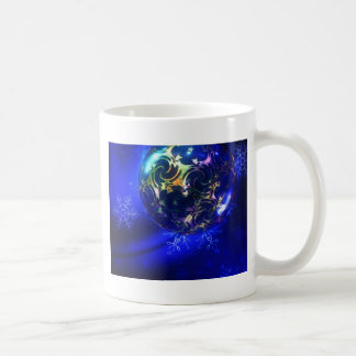 Diseño azul eléctrico de la chuchería del navidad, taza clásica