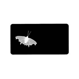 Diseño blanco y negro de la mariposa etiqueta de dirección