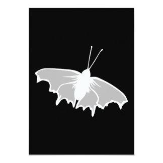 Diseño blanco y negro de la mariposa invitación 12,7 x 17,8 cm
