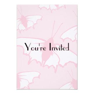 Diseño bonito de la mariposa en rosa en colores invitación 12,7 x 17,8 cm