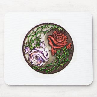 Diseño color de rosa del tatuaje del yingyang alfombrilla de ratón