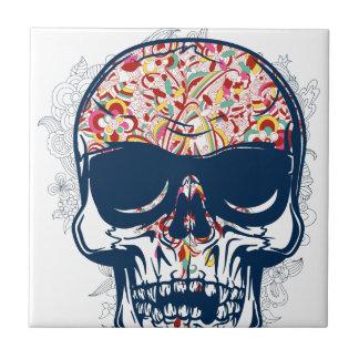 diseño coloreado zombi muerto del cráneo azulejo