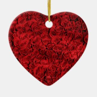 Diseño de docena rosas adorno navideño de cerámica en forma de corazón