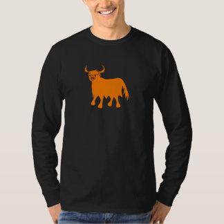 Diseño de la camiseta de la vaca de la montaña