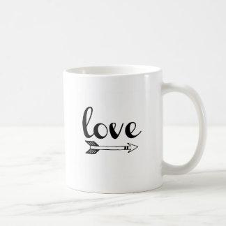 Diseño de la flecha de amor taza de café