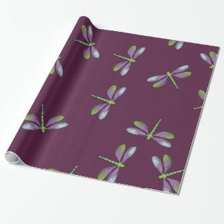 Diseño de las libélulas en el papel de embalaje