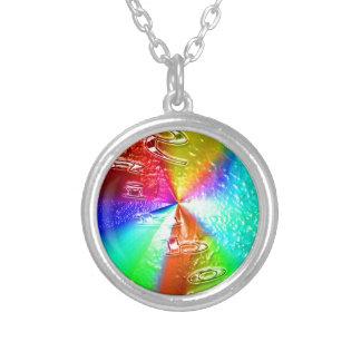 diseño del arco iris collar plateado