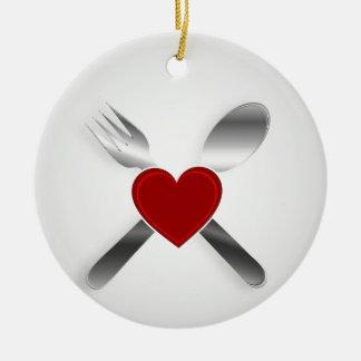 Diseño del menú del restaurante con un corazón ornamento de navidad