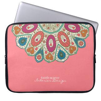 Diseño dibujado mano rosada coralina del modelo funda para portátil
