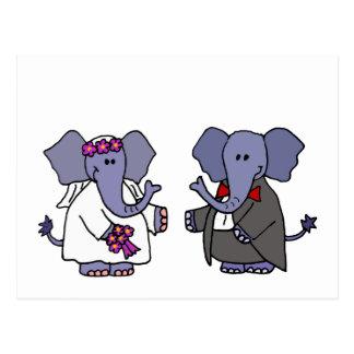Diseño divertido del boda de novia y del novio del tarjeta postal