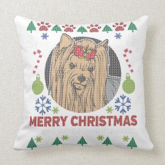 Diseño feo del suéter de las Felices Navidad de Cojín Decorativo