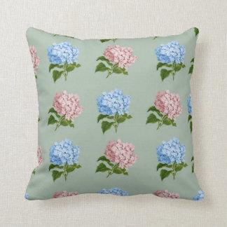 Diseño floral del Hydrangea del vintage Cojín Decorativo