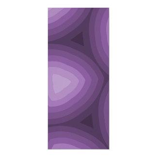 Diseño geométrico de los triángulos púrpuras invitación 10,1 x 23,5 cm