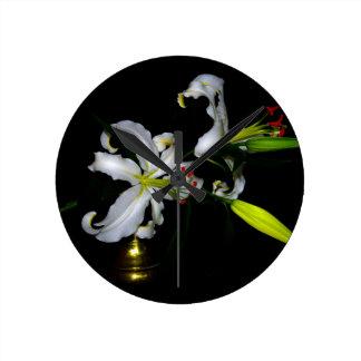 Diseño-Latón irlandés y diseño floral Reloj Redondo Mediano