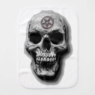 Diseño malvado satánico del cráneo paños de bebé