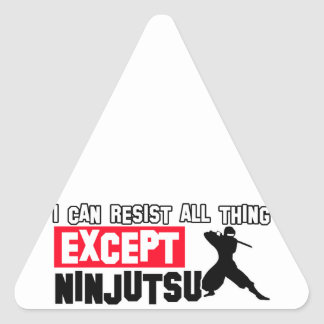 diseño marcial del ninjutsu pegatina triangular