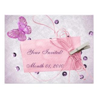 Diseño rosado bonito adaptable de la mariposa comunicados