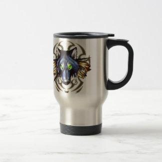 Diseño tribal del tatuaje del lobo taza de viaje