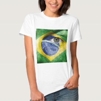 Diseño único de la bandera del Brasil en su regalo Camisas