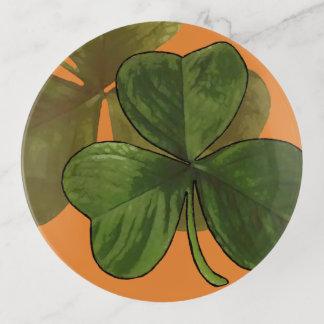 Diseño verde del trébol en color de encargo