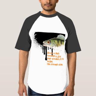 Diseño X-Grande de los pescados en fondo negro Camiseta
