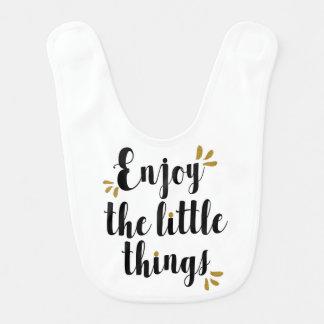 """""""Disfrute babero del bebé de las pequeñas cosas"""""""