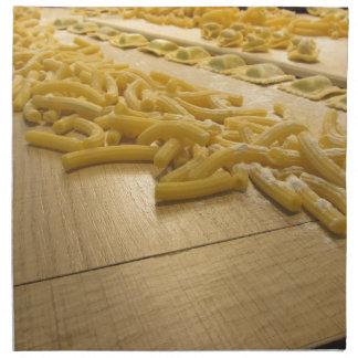 Diversa mezcla de pastas hechas en casa italianas servilleta de tela