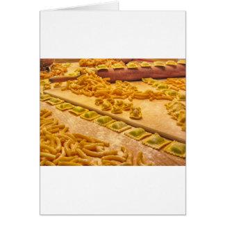 Diversa mezcla de pastas hechas en casa italianas tarjeta
