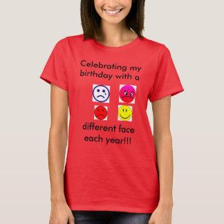 Diversas caras para cada año la camiseta del rojo