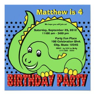 Diversión del cumpleaños del dinosaurio invitación 13,3 cm x 13,3cm