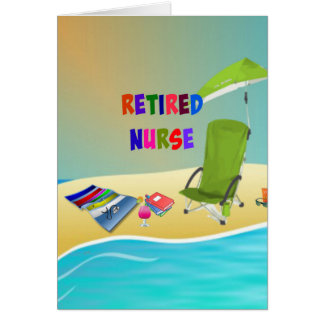 Diversión jubilada de la enfermera… en la playa tarjeta de felicitación