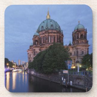 Diversión y catedral del río en Berlín, Alemania Posavasos
