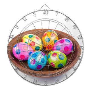 Diversos huevos de Pascua pintados del pollo en Diana