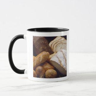 Diversos tipos de pan del artesano taza