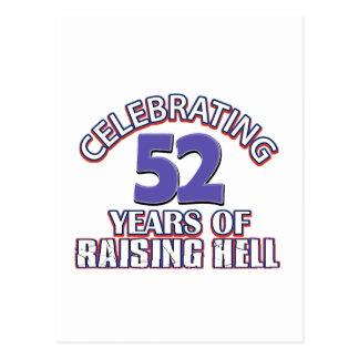 Divertido celebrando 52 años de infierno de postal