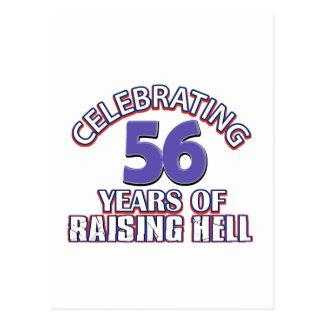 Divertido celebrando 56 años de infierno de tarjeta postal