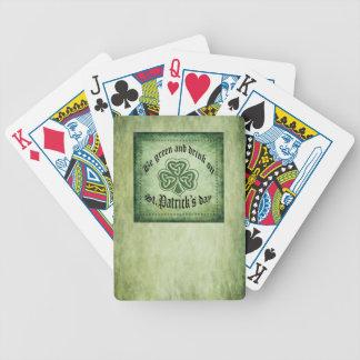 """Divertido """"sea verde y bebida en"""" trébol baraja cartas de poker"""