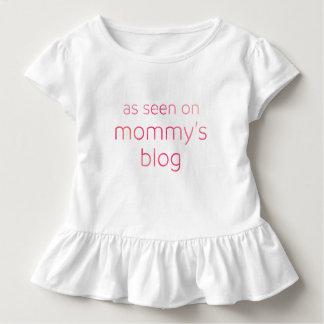 Divertido según lo visto en el texto rosado del camiseta de bebé