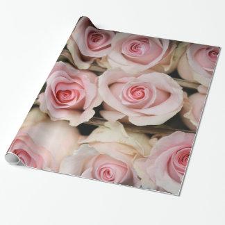 Docena papeles de embalaje de los rosas