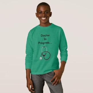 Doctor camiseta en curso para los muchachos