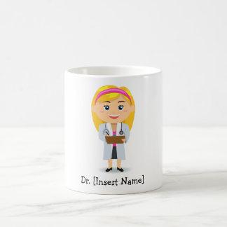 Doctor de sexo femenino rubio personalizado taza de café