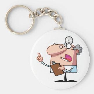 Doctor que sostiene un tablero llavero redondo tipo chapa