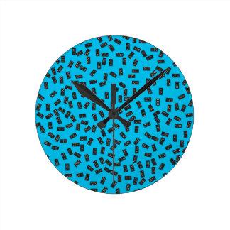 Dominós en azul reloj redondo mediano