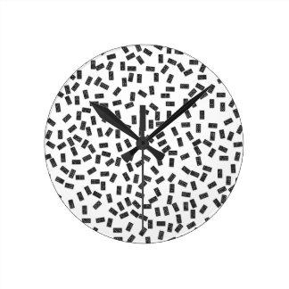 Dominós en blanco reloj redondo mediano