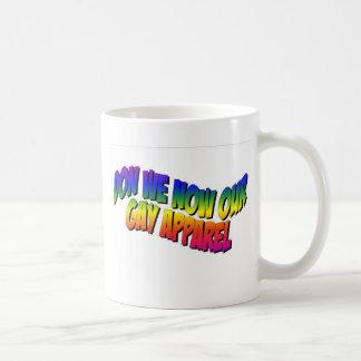 Don nosotros ahora nuestra ropa gay taza clásica