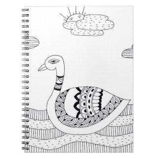 Doodle blanco y negro del cisne cuaderno