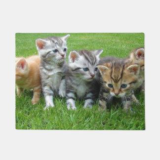 Doormat lindo de la familia del gatito